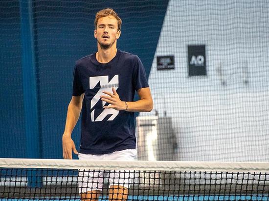 Теннисист Медведев снят с турнира в Монако из-за заражения коронавирусом