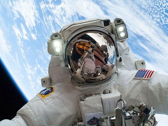 Российский депутат сфотографировался в костюме NASA в День космонавтики