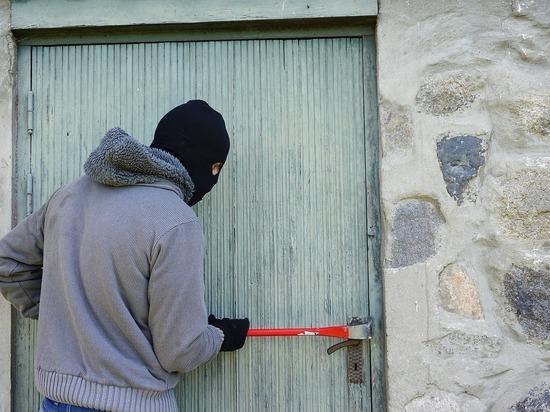 Чужое имущество украл житель Островского района из дачного дома