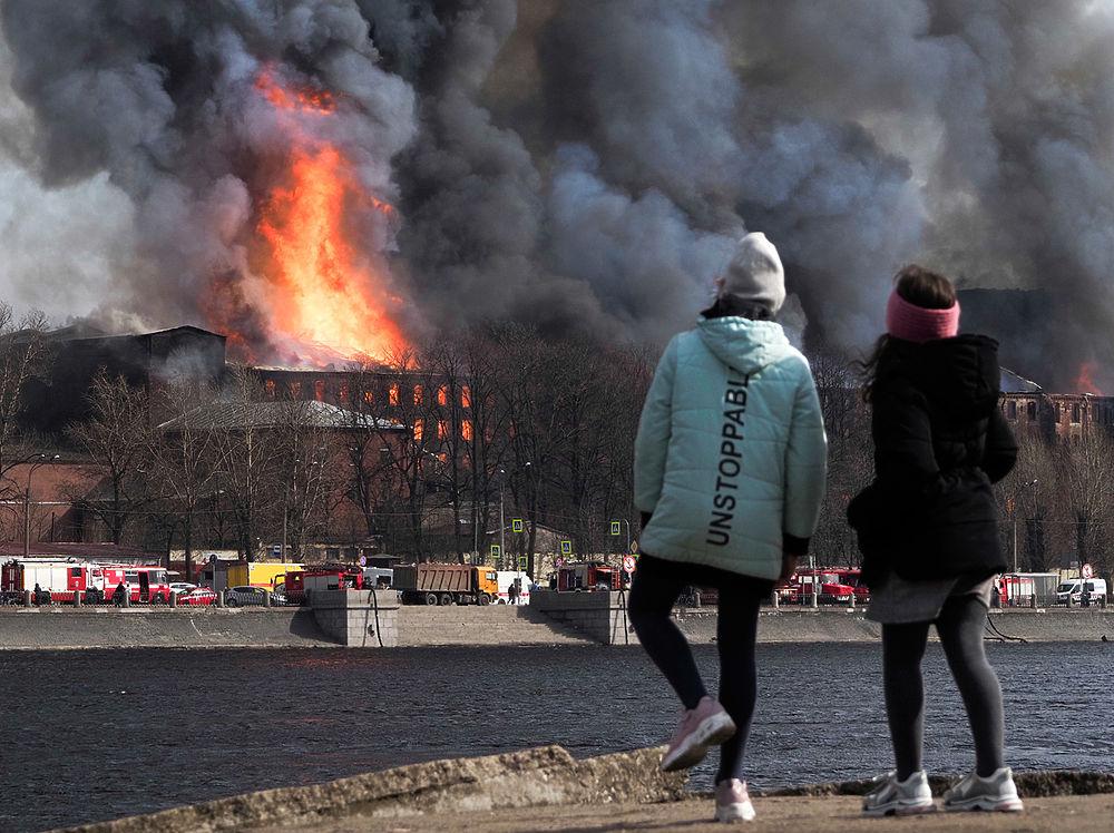 """Пожар полностью уничтожил """"Невскую мануфактуру"""": фото до и после"""