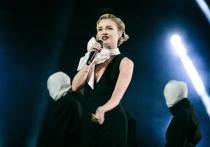 Российская певица Полина Гагарина ответила на вопросы своих подписчиков и призналась, что телеведущая Ксения Собчак уже несколько раз звала ее на свое YouTube-шоу
