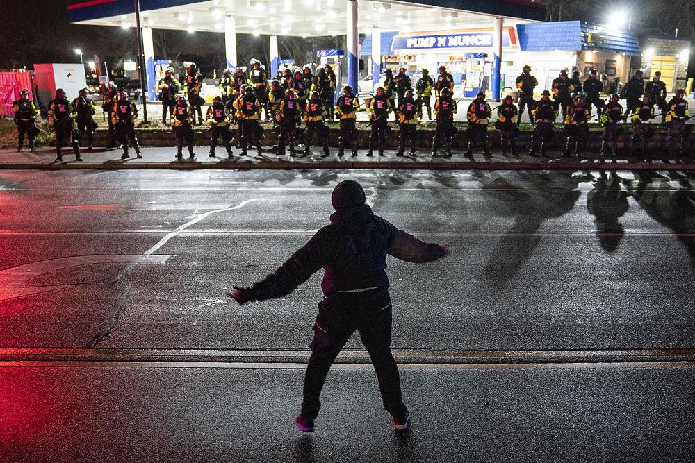 В США отменяют матчи из-за гибели чернокожего от рук полиции: фото протестов
