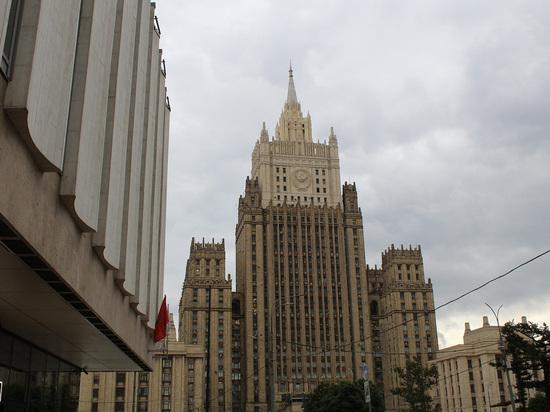 Россия будет задействовать другие возможности в случае, если её отключат от SWIFT, однако пока страна не отказывается от этой системы, рассказал замглавы МИД Александр Панкин