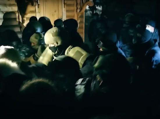 Приставы начали выселять жителей захваченного Среднеуральского монастыря