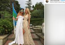 Рудковская показала фото с Навкой в купальниках после ее свадьбы