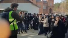 Силовики оцепили Среднеуральский монастырь: видео работы полиции