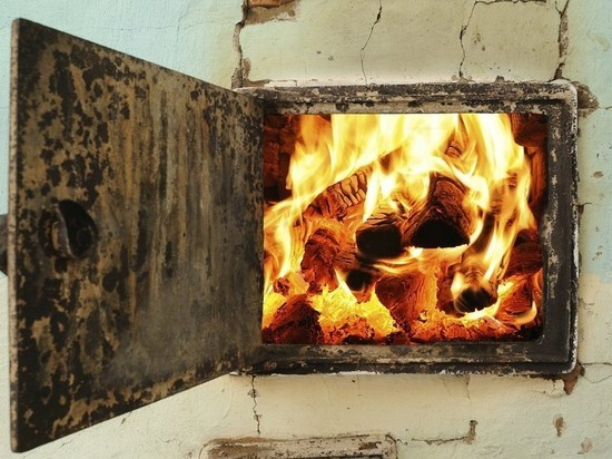 Из-за неисправной печи в Архангельске чуть не сгорел деревянный дом