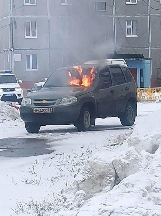 Внедорожник Chevrolet Niva загорелся на ходу в Муравленко