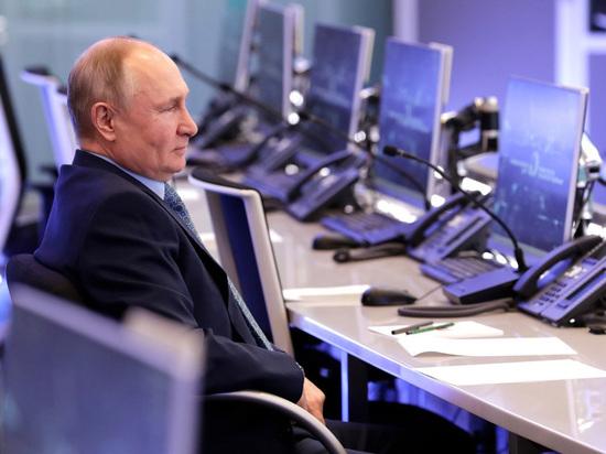 Во вторник президент России Владимир Путин посетил координационный центр правительства РФ в комплексе гостиницы «Украина» в Москве