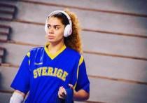 Аманде Зауи было всего 10 лет, когда зритель впервые назвал ее обезьяной во время баскетбольного матча. В сезоне-2016/17 шведка выступала за оренбургский клуб «Надежда» и, оказалось, и там столкнулась с проявлениями расизма. Обо все подробнее Зауи рассказала в интервью Expressen.se.