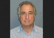 Американский бизнесмен, бывший глава фондовой биржи NASDAQ Бернард Мэдофф, приговоренный к 150 годам тюрьмы по обвинению в создании крупнейшей в истории финансовой пирамиды, скончался