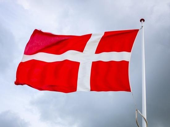 Чиновница из Дании потеряла сознание на пресс-конференции о вакцинации