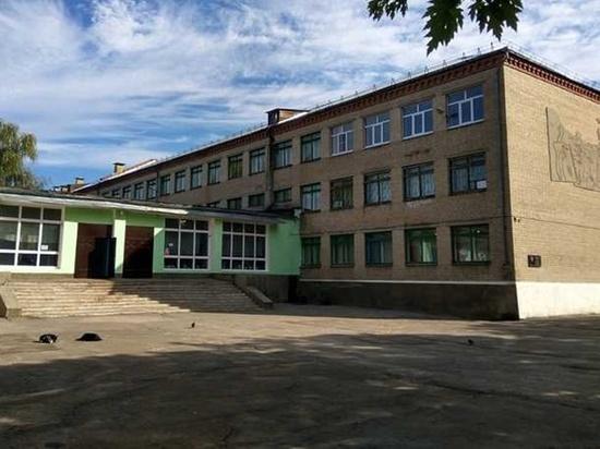 В Новочеркасске ученица застряла между отопительных труб в школе