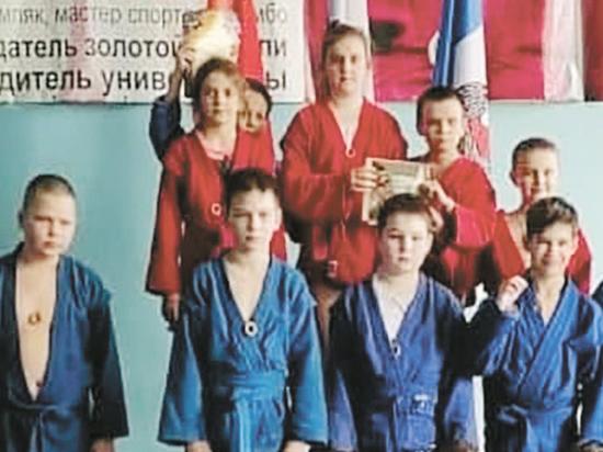 Объясняться с общественностью по поводу странных наград юным самбистам пришлось тренерам одного из спортивных клубов подмосковной Каширы