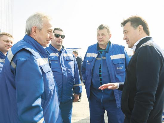 Губернатор Андрей Воробьев передал медицинским бригадам новые машины «скорой помощи» и поблагодарил врачей за самоотверженный труд