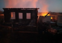 Пострадавших при пожаре в свердловском селе в тяжелом состоянии госпитализируют в Екатеринбург