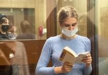 Сегодня в Перовском суде выносится приговор оппозиционерке Любови Соболь, обвиняемой в нарушении неприкосновенности жилища сотрудника ФСБ