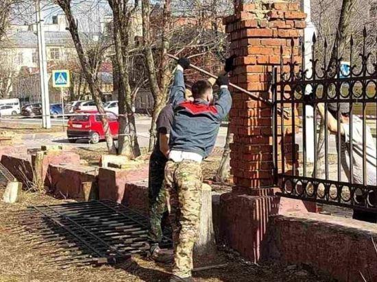 В Иванове приступили к ремонту забора, который является объектом культурного наследия
