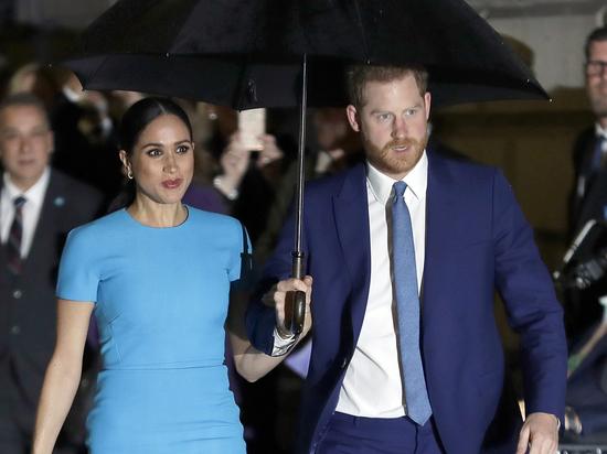 Из-за сына и внука Елизаветы II мужчинам на похоронах принца Филиппа придется одеться в штатское платье