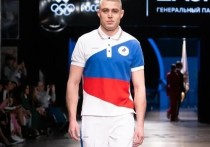 """В Москве показали, в какой форме поедут на Олимпийские игры в Токио российские спортсмены. Нашей сборной запрещено выступать под флагом и иметь национальные символы на форме, но использовать в костюмах цвета триколора CAS России разрешил, чем и воспользовались дизайнеры. А заодно нанесли на внутреннюю сторону комплектов специальный """"оберег"""", как пожелание удачи российским атлетам. Подробнее о том, в чем поедут в Токио наши спортсмены, рассказывает """"МК-Спорт""""."""