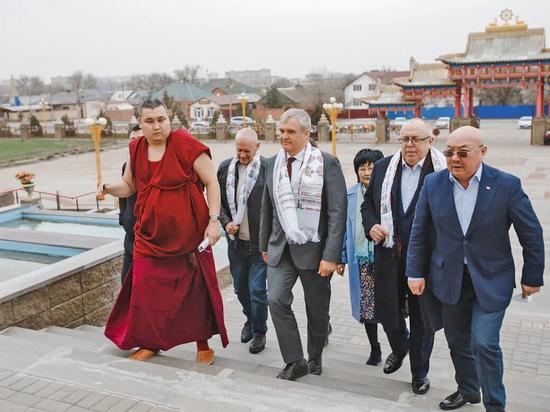 В Элисте открыли первое отделение комитета в поддержку Путина