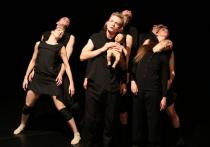 В конкурсной программе фестиваля «Золотая маска» танцевальная труппа Воронежского камерного театра показала последний спектакль в номинации «Современный танец», который, вполне вероятно, и выйдет в лидеры