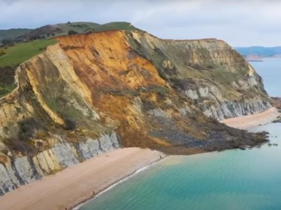 Крупнейший камнепад Великобритании уничтожил утес на побережье Юрского периода