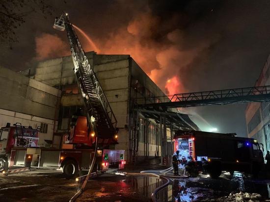 Пожарные полностью ликвидировали возгорание на складе на юго-западе Москвы
