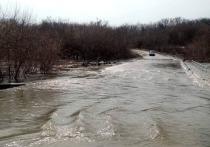 Паводок продолжает подтапливать мосты и дороги в трех районах Саратовской области