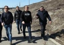 В Калуге ведутся активные работы по расчистке набережной Оки