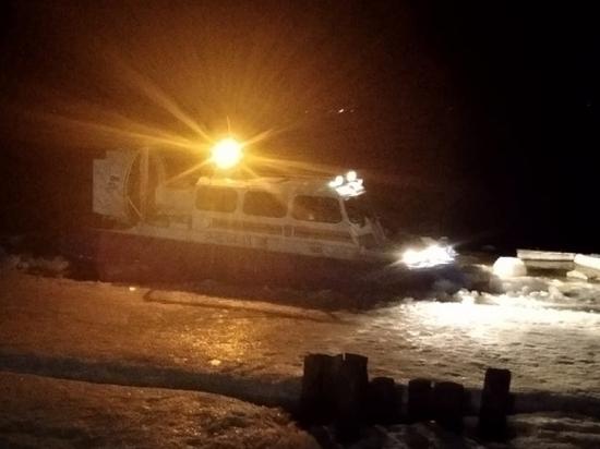 Ночью сотрудники МЧС оказывали помощь в транспортировке жителям островов Архангельска