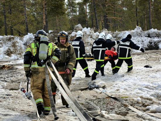Спасатели отработали навыки устранения потопов и пожаров на Ямале