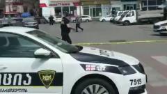 В Грузии неизвестный захватил заложников в отделении банка