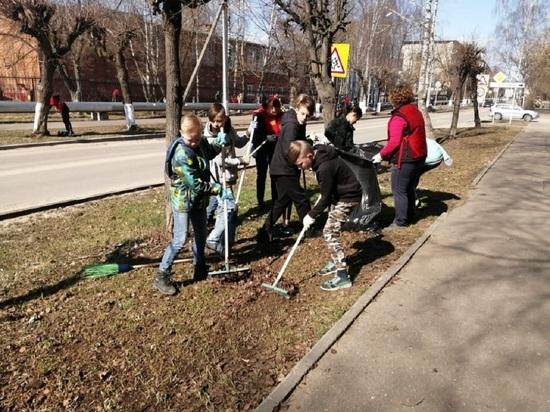 С большим энтузиазмом и задором трудились жители Серпухова на втором весеннем субботнике