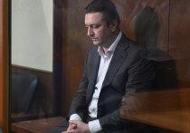 15 апреля Подольский городской суд отобрал присяжных по уголовному делу бывшего главы Раменского района Подмосковья Андрея Кулакова, обвиняемого в убийстве своей любовницы, замглавы Общественной палаты района Евгении Исаенковой