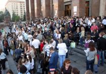 Возможно, массовая переориентация россиян с высшего образования на среднее специальное, поначалу так радовавшая власти, теперь начинает их смущать