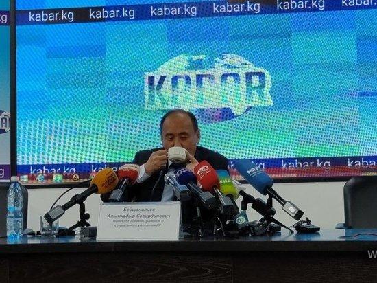 Глава минздрава Киргизии выпил ядовитый отвар ради борьбы с коронавирусом