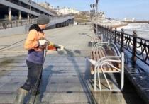Тюменскую набережную приводят в порядок после зимы