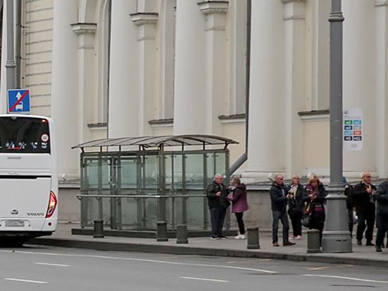 Отменить на время подготовки к выступлению президента РФ Владимира Путина перед Федеральным собранием целую автобусную остановку вынужден Мосгортранс