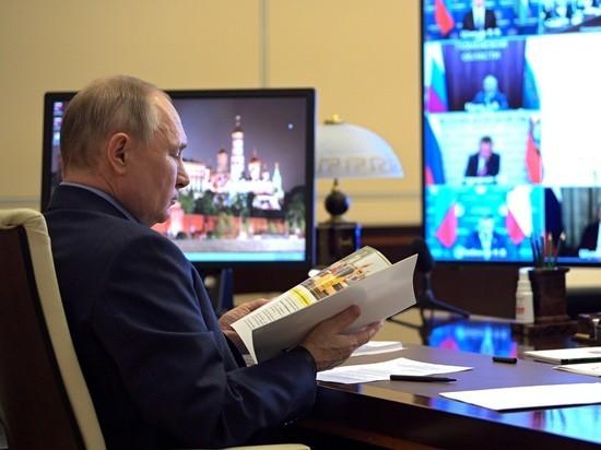 Президент России Владимир Путин заработал за 2020 год 9 миллионов 994 тысячи 692 рубля, следует из его декларации о доходах, опубликованной на сайте Кремля