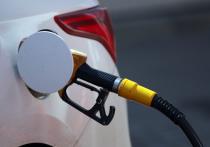 Россияне почти на четверть урезали свои траты на бензин