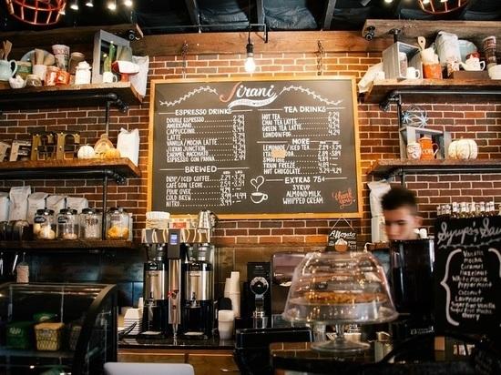 В Смоленской области работник кафе обокрал посетителя