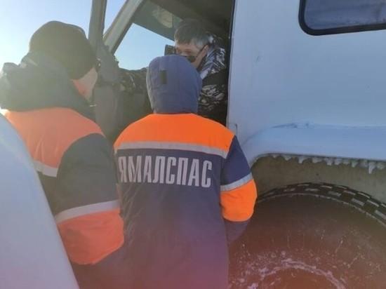 Выехали на закрытый зимник: ребенок и двое взрослых в ЯНАО провалились под лед на вездеходе
