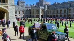 Принцы Чарльз, Гарри и другие на похоронах Филиппа: видео