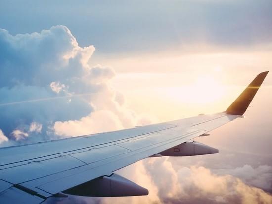 Самолет с открытым люком успешно приземлился в Москве