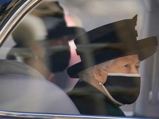 Похоронившая в субботу своего мужа принца Филиппа британская королева Елизавета II может отойти от своих монарших обязанностей — с таким предположением выступила один из королевских экспертов