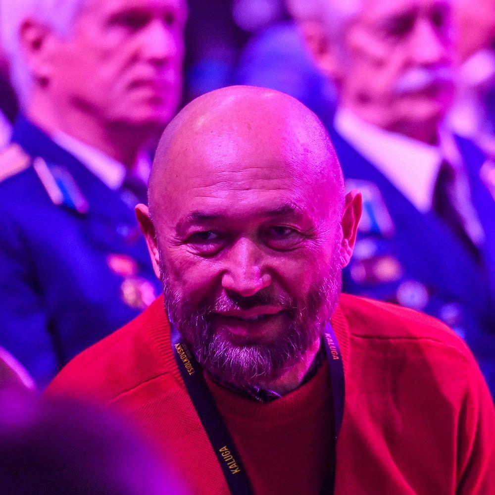 Бондарчук, Бекмамбетов, Угольников: звездные кадры с закрытия кинофестиваля в Калуге
