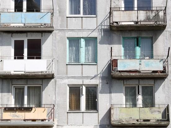 Россиянка чуть не погибла из-за упавшего балкона