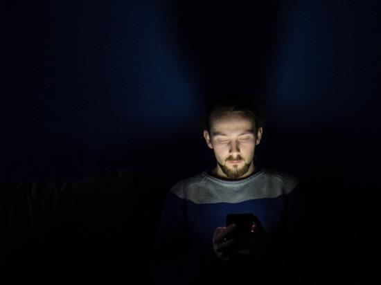 Ученые связали риск рака кишечника с использованием смартфона