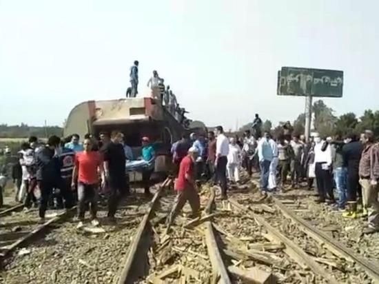 В Египте сошел с рельсов пассажирский поезд: есть жертвы, сотня раненых